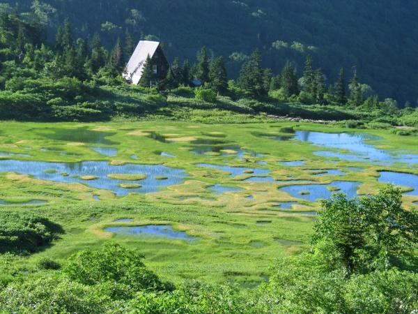 高谷池とヒュッテ